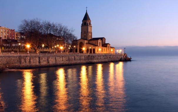 Фото обои море, город, огни, вечер, церковь, сумерки, набережная