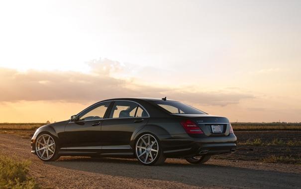 Фото обои небо, чёрный, Mercedes-Benz, black, S550, задняя часть, мерседес бенц