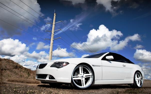 Фото обои белый, небо, облака, тюнинг, бмв, столб, BMW