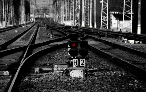 Фото обои дорога, красный, даль, железная, семафор, Чернобелое