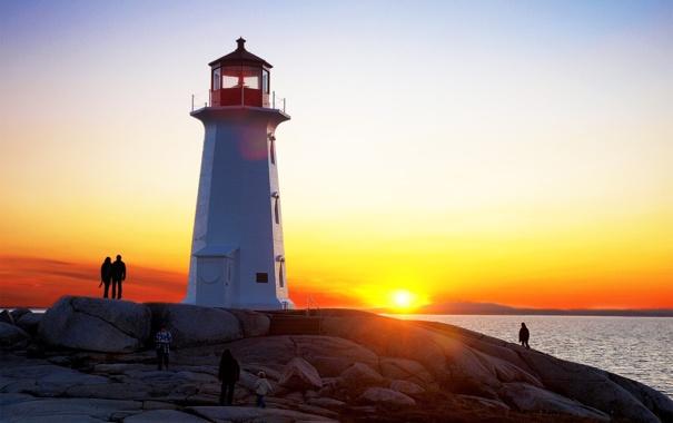 Фото обои море, небо, закат, камни, люди, скалы, маяк