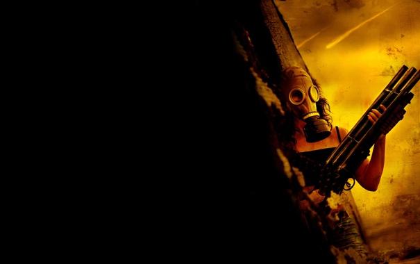 Фото обои девушка, темный фон, оружие, противогаз