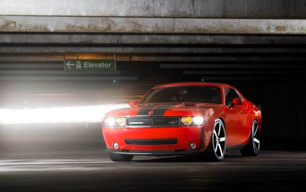 Фото обои красный, Dodge, парковка, Challenger, red, мускул кар, блик