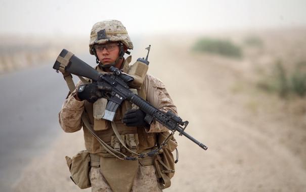 Фото обои дорога, оружие, солдат