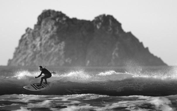 Фото обои море, волны, пляж, брызги, серфер, серфинг, островок