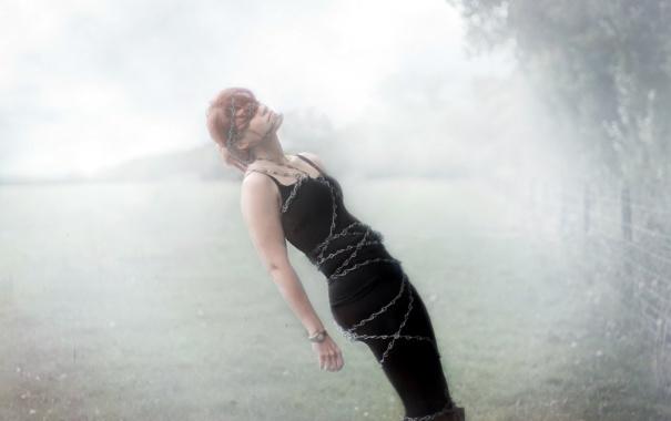 Фото обои девушка, туман, ситуация, цепь