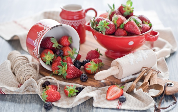 Фото обои ягоды, полотенце, клубника, натюрморт, шпагат, ежевика, скалка