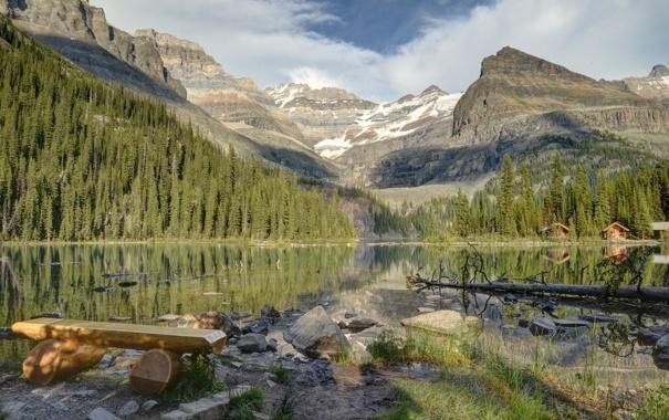 Озеро горы скамейка деревья природа