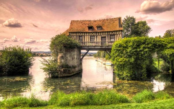 Фото обои небо, деревья, дом, река, лодка, опора