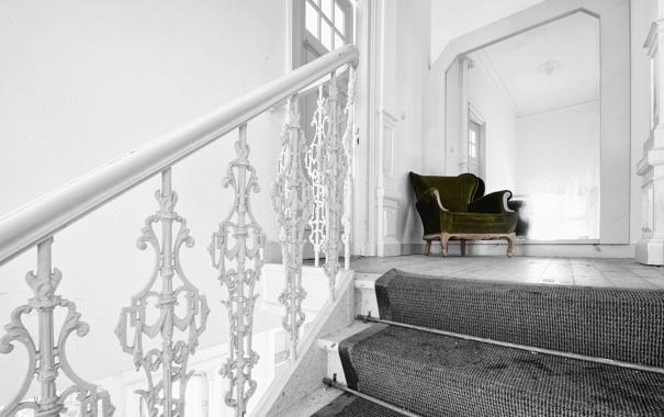 Фото обои фон, диван, лестница
