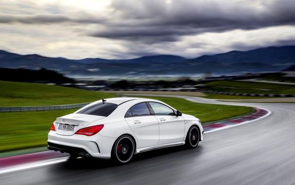 Фото обои Небо, Дорога, Белый, Машина, Тучи, Седан, Mercedes Benz