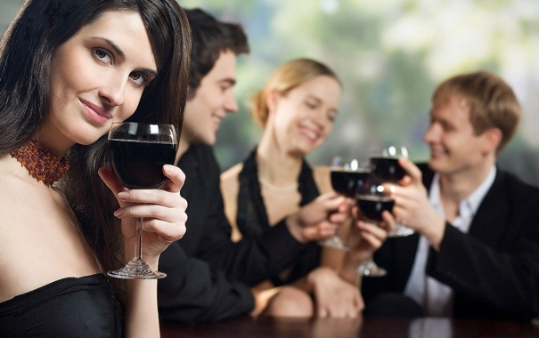 Фото обои люди, девушки, праздник, вино, позитив, парни, улыбки