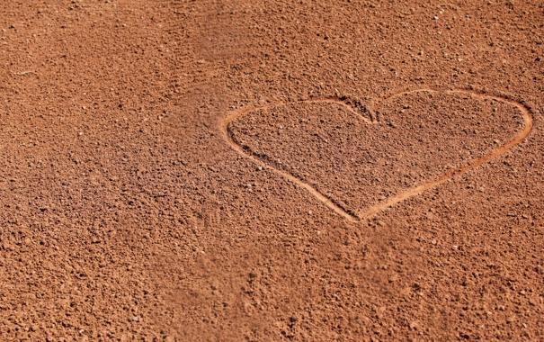 Фото обои песок, сердце, минимализм
