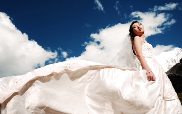 Фото обои белый, Девушка, платье, азиатка, невеста, небо.