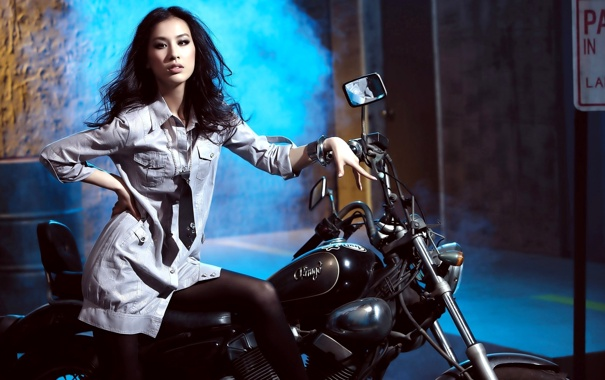 Фото обои дым, мотоцикл, галстук, рубашка, азиатка, зеркала