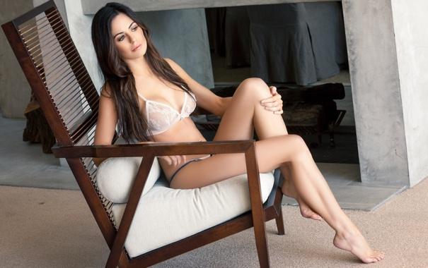 Голые модели на кресле фотообои фото 50-239