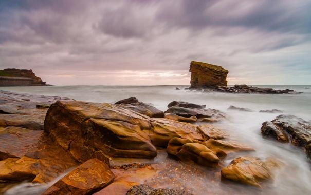 Фото обои море, небо, тучи, камни, скалы