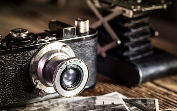 Фото обои стол, фотоаппарат, объектив, фотографии