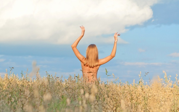 для фото блондинки со спины летом выполняю