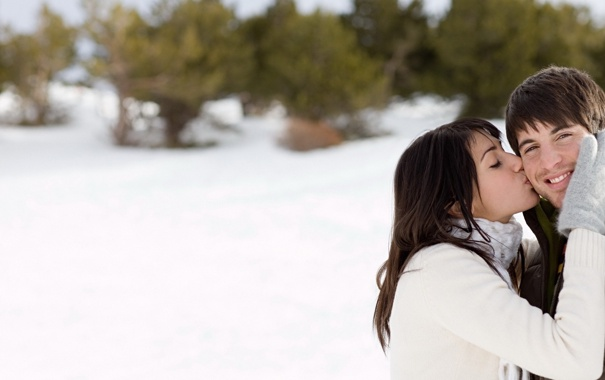 Фото обои girl, trees, winter, snow, kiss, boy, brunette