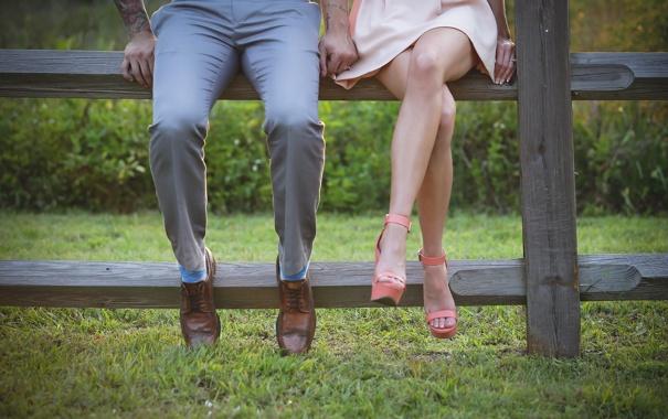 случайное между ног