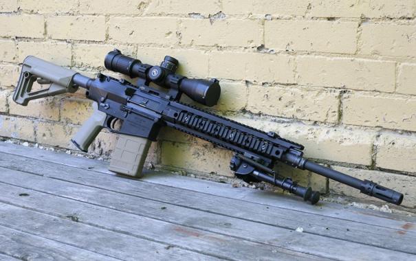 Фото обои оружие, стена, оптика, штурмовая винтовка, сошка