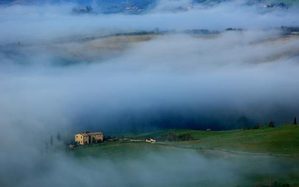 Фото обои трава, туман, дом, холмы, Италия, Тоскана
