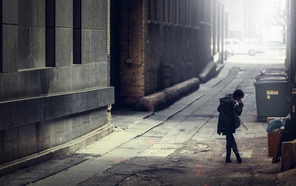 Фото обои город, девочка, аллея
