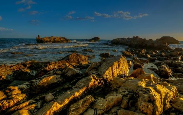 Фото обои море, камни, побережье, горизонт, Италия, прибой, рифы