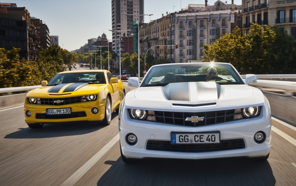 Фото обои белый, город, жёлтый, здания, Chevrolet, Camaro, white