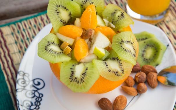 Фото обои яблоко, апельсин, киви, орешки, салат