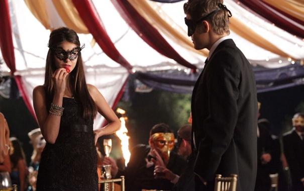 Фото обои маска, клубника, браслет, сериал, Nina Dobrev, Нина Добрев, The Vampire Diaries