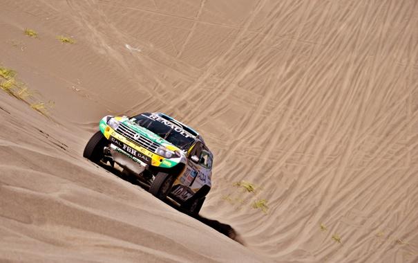 Фото обои Песок, Авто, Спорт, Следы, Гонка, Renault, Фары