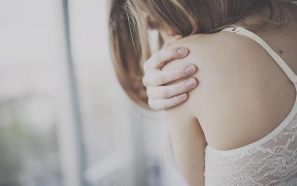 Фото обои грусть, девушка, родинка, плечо
