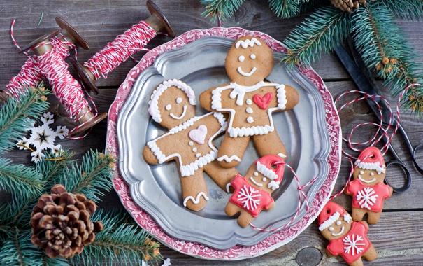 Фото обои зима, ветки, еда, ель, человечки, Новый Год, печенье