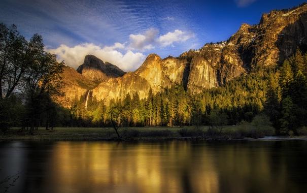 Фото обои небо, облака, деревья, закат, горы, река, США