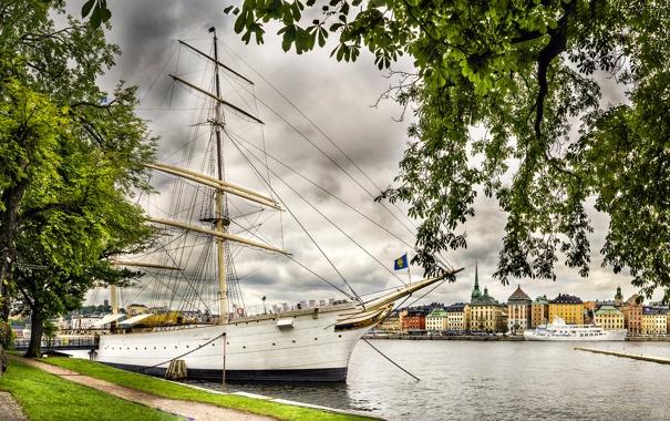 Фото обои море, небо, облака, деревья, пейзаж, корабль, дома