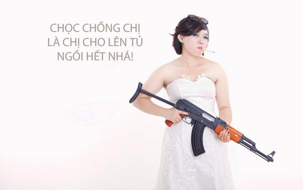 Фото обои девушка, поза, оружие, сигарета