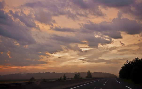 Фото обои дорога, облака, деревья, закат