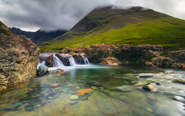 Фото обои камни, водопад, ручей, Шотландия, горы, тучи