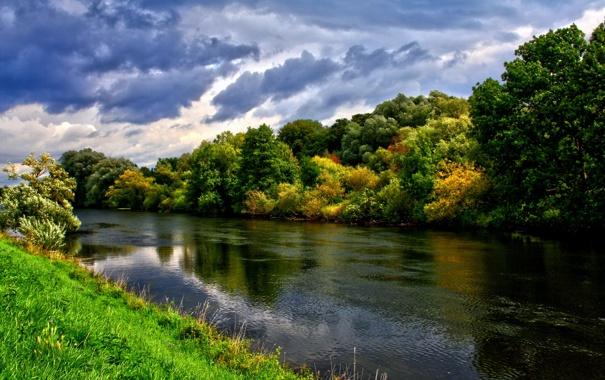 Фото обои осень, небо, облака, река, роща