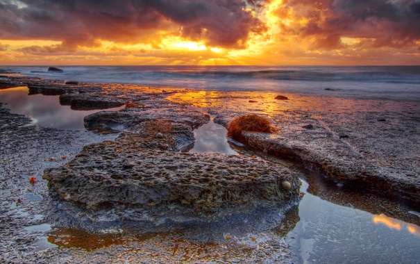 Фото обои закат, камни, скалы, небо, тучи, море