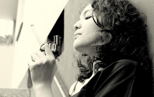 Фото обои волосы, прическа, ступеньки, револьвер, курок