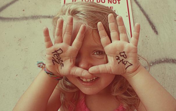 Фото обои любовь, мир, ручки, девчонка