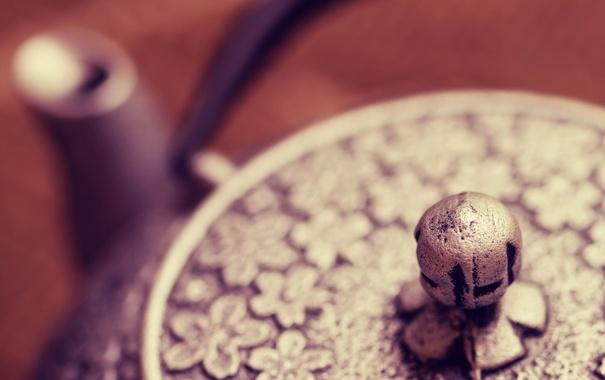 Фото обои цветы, металл, узор, фокус, чайник, крышка, цветочки