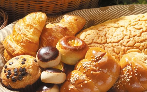 Фото обои корзина, шоколад, хлеб, пончики, сдоба, выпечка, булочки