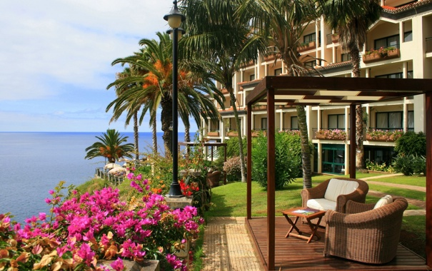Фото обои цветы, пальмы, отдых, Море, растения, кресло, фонарь
