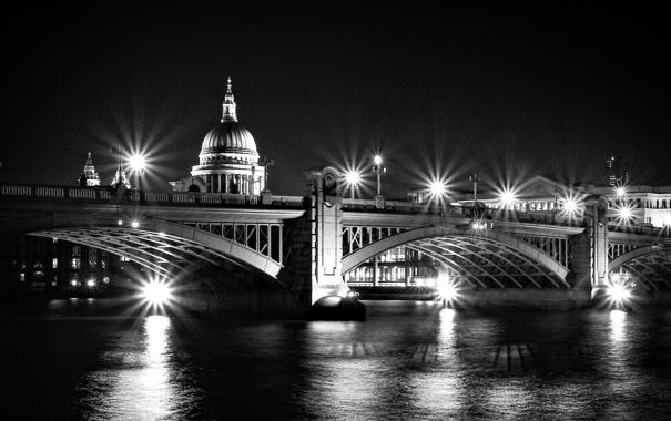 Фото обои ночь, мост, река, черно-белая, фонари