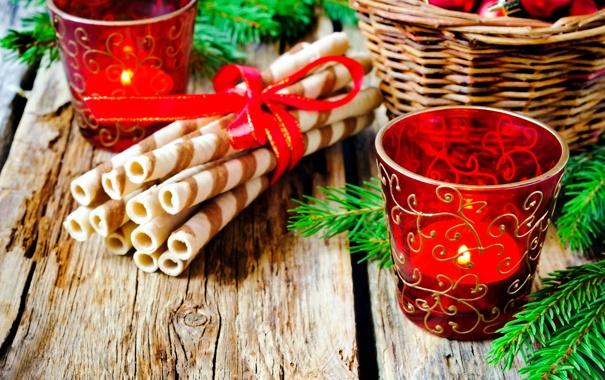 Фото обои стаканы, веточки, ель, подарки, свечи
