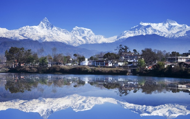 Фото обои вода, горы, озеро, отражение, дома, Непал